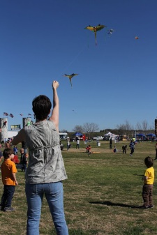 3_kitefest_mama_and_boys